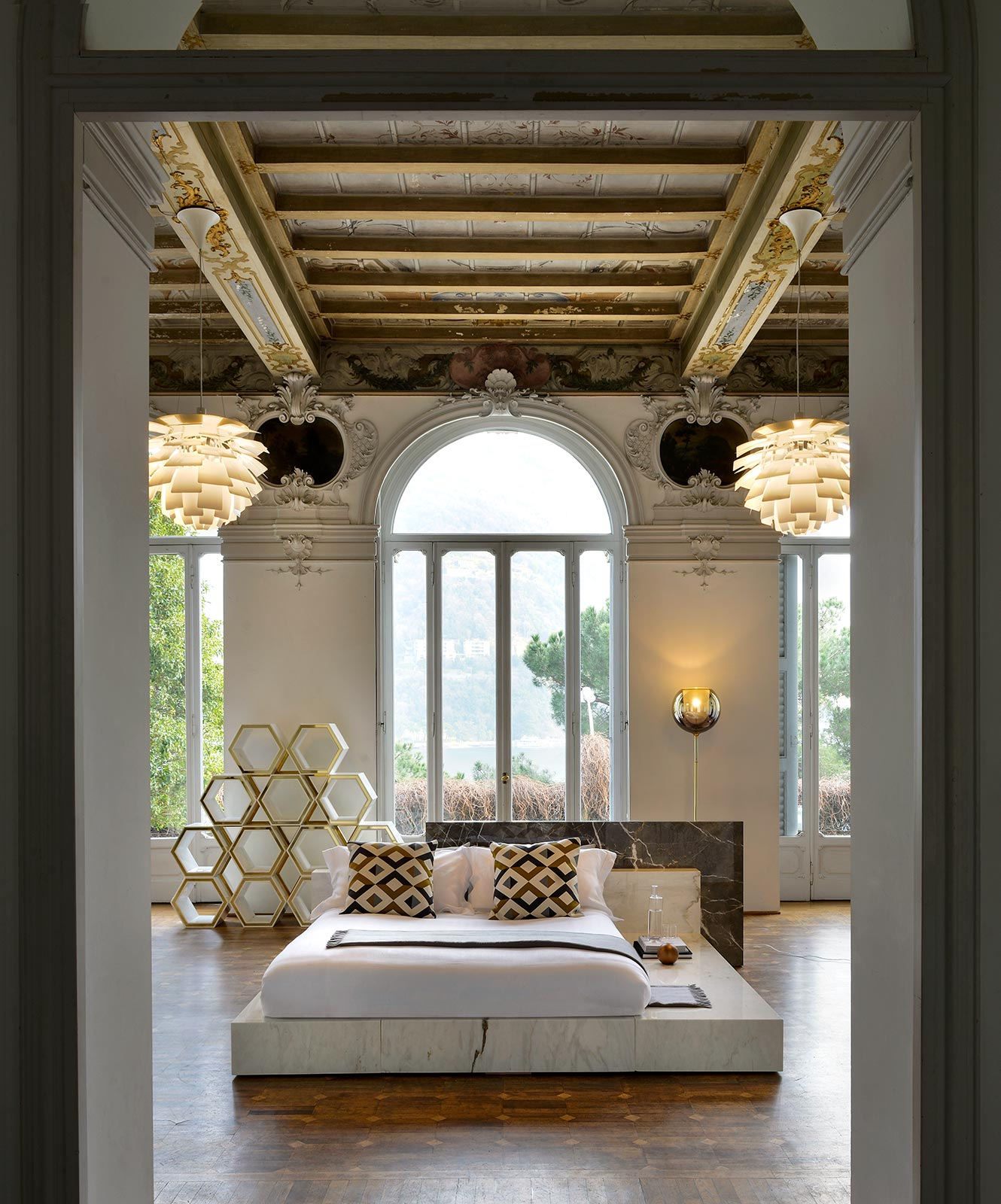 Intnow-marble project-CalacattaCollemandina_Home design Bed
